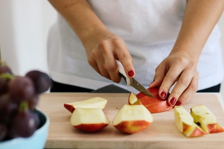 Des pommes fraîchement coupées