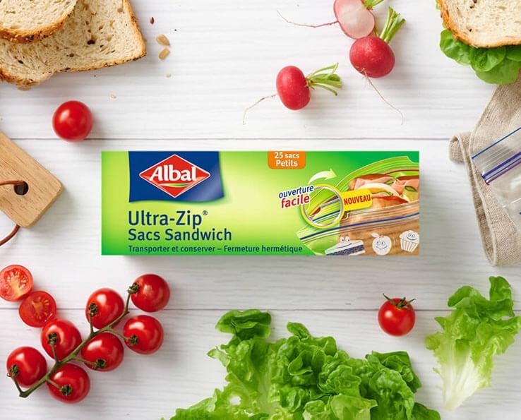 Un en-cas à la fraîcheur préservée grâce au sac Sandwich Ultra-Zip®.